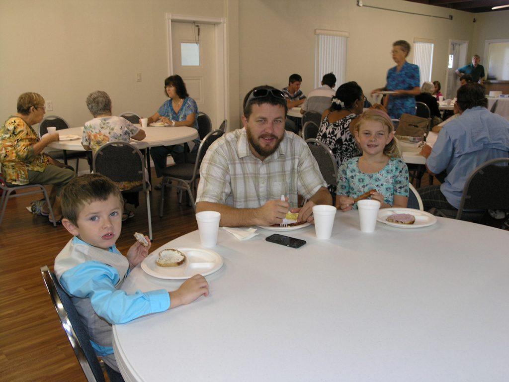 Dustin & kids eating breakfast